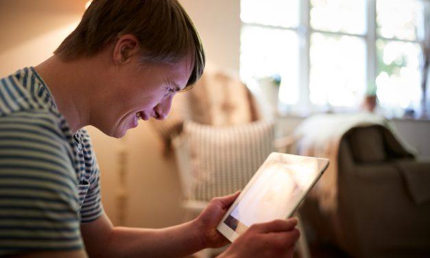 Google perfecciona su asistente de voz para atender mejor a las personas con Síndrome de Down