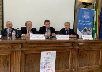mesa de clausura 1 scaled 400x284 - Las fotos y frases de la Jornada de Asociaciones de Pacientes en Andalucía