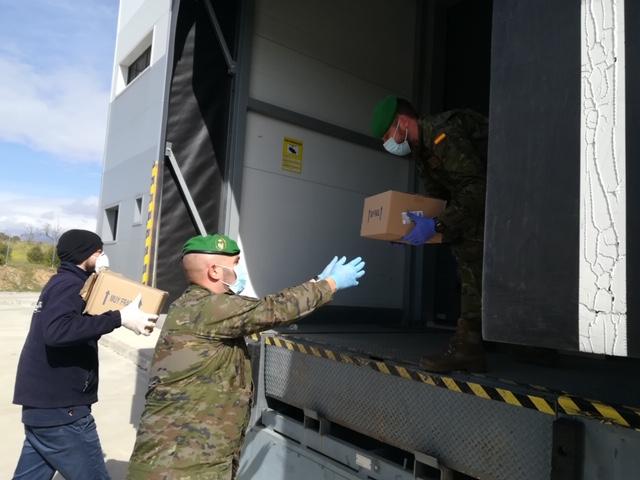 La Fundación Cofares dona 6.000 geles de baño a las Fuerzas Armadas en la lucha contra el coronavirus