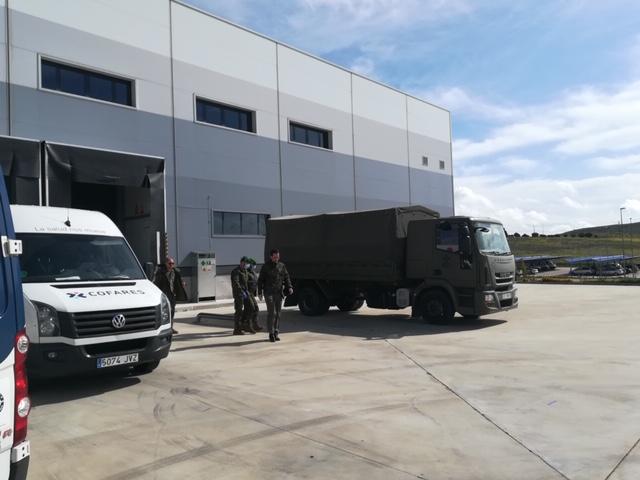 cofares militares 2 - La Fundación Cofares dona 6.000 geles de baño a las Fuerzas Armadas en la lucha contra el coronavirus