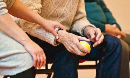 Unas 200.000 personas con Alzheimer o demencia han dejado de recibir atención especializada