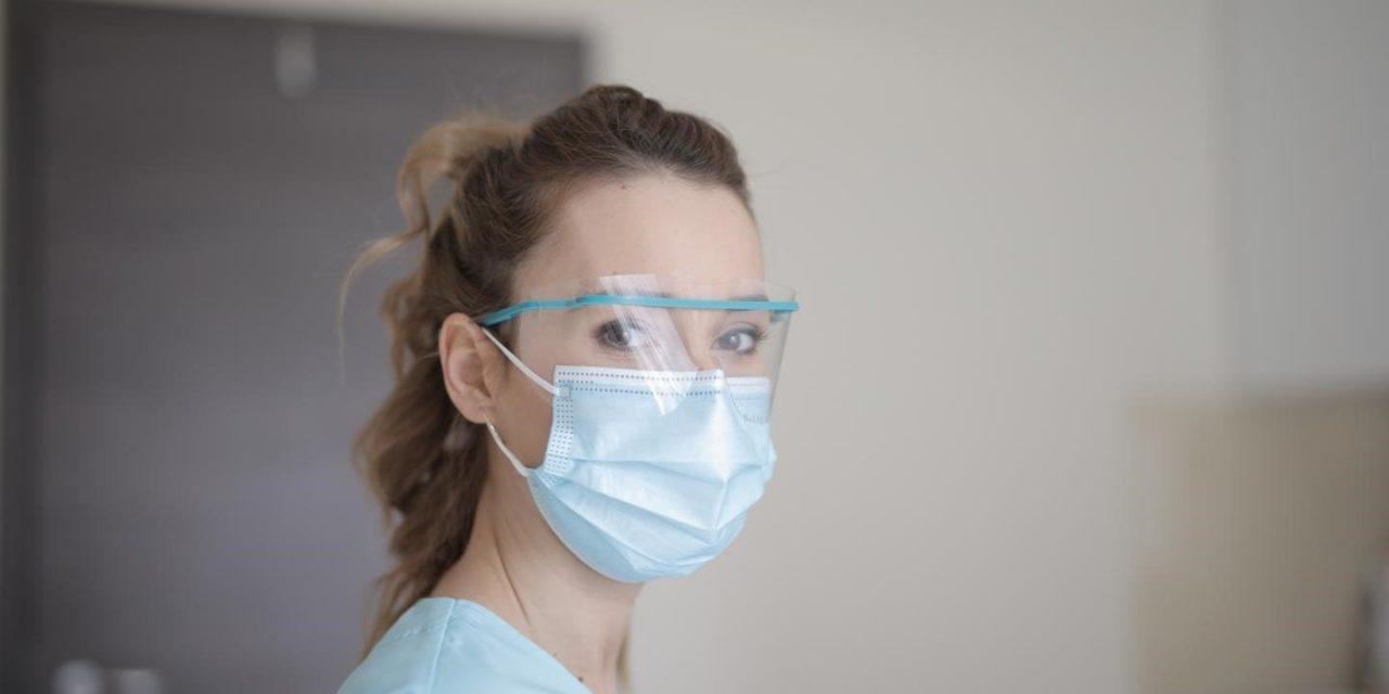 El 11% de los contagios entre sanitarios se ha producido en dos hospitales de Madrid y Barcelona