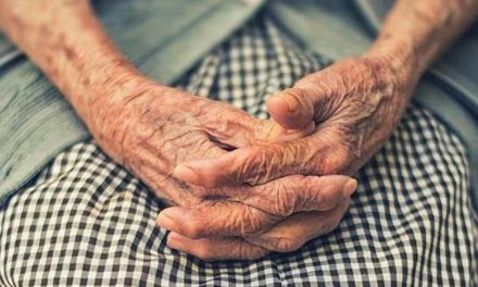 CEAFA pide bajas para cuidadores de personas con demencia que tengan que hacer aislamiento preventivo