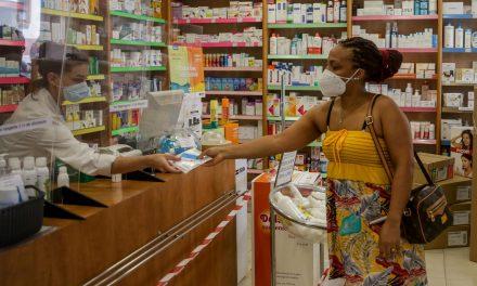 El COFM y Manos Unidas firman un convenio para impulsar la labor social de los farmacéuticos