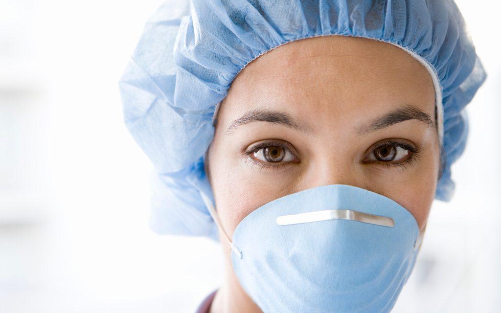 Los enfermeros recomiendan ventilar interiores y actividades al aire libre ante el contagio por aerosoles