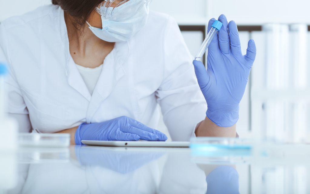La industria farmacéutica resalta que la pandemia ha acelerado la digitalización de los ensayos clínicos