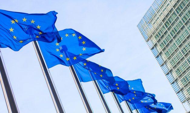 La Comisión Europea aprueba el acuerdo con Pfizer y Biontech para comprar 300 millones de dosis de su vacuna