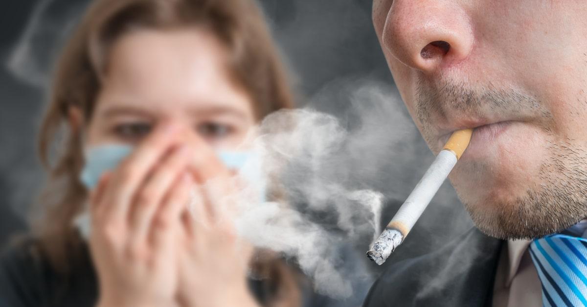 La AECC lamenta que el 90% de las personas fumen delante de menores, exponiéndoles a desarrollar cáncer en el futuro