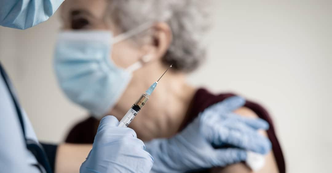 Darias apunta a la segunda quincena de octubre para arrancar la campaña de vacunación contra la gripe