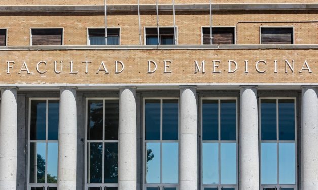 Los médicos se posicionan en contra del inicio de nuevos Grados de Medicina